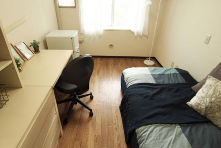 「プライベート時間も確保!個室×男性入居可能シェアハウスおすすめ5選」のアイキャッチ画像