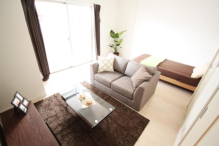 「お部屋探し前に要チェック!家具家電付きシェアハウスのメリット・デメリット」のアイキャッチ画像
