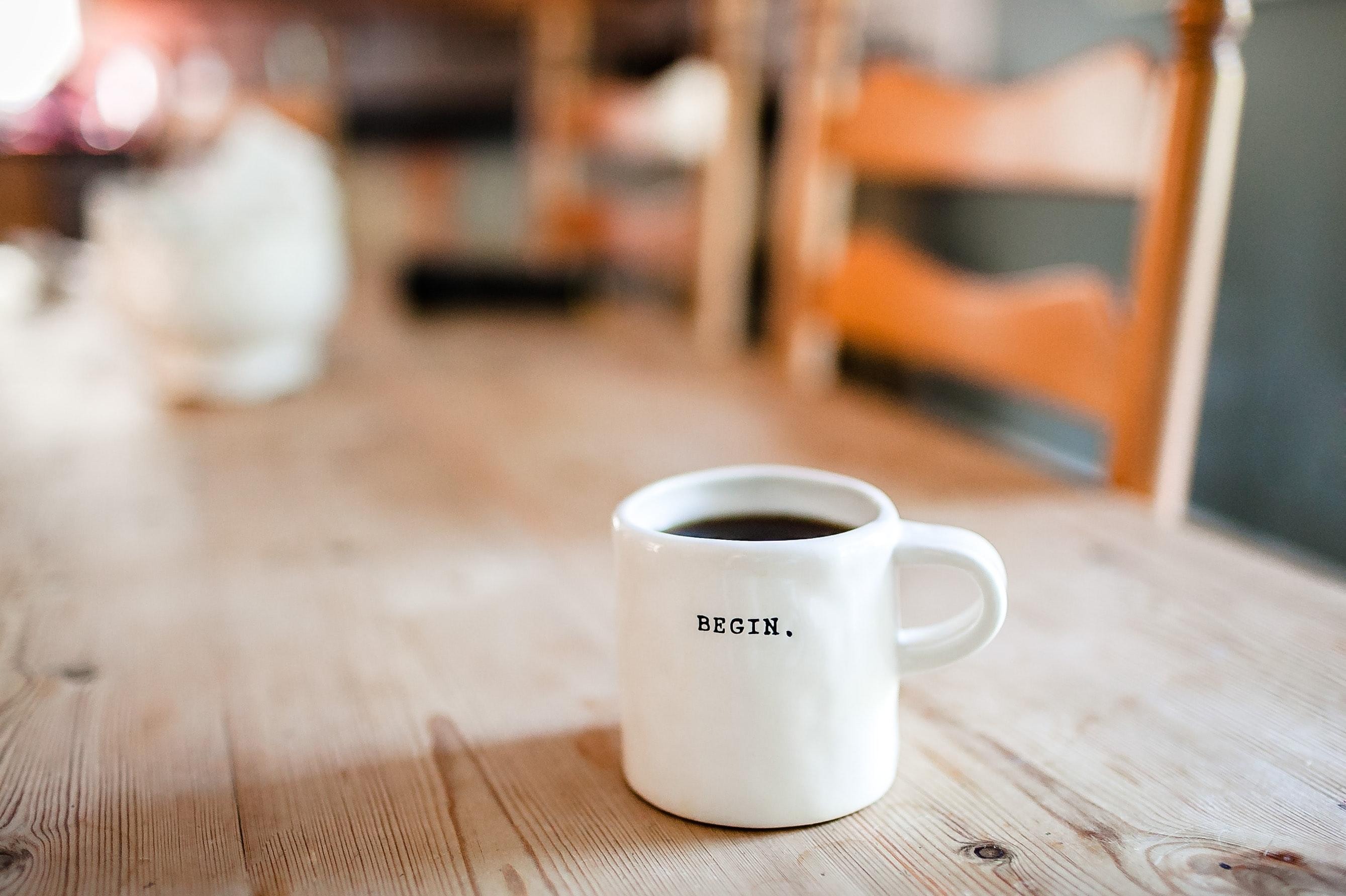「英語学習は朝が効果的!? おすすめ理由とポイントを説明」のアイキャッチ画像