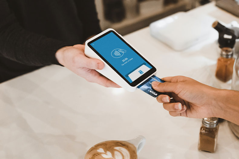 「アメリカでのクレジットカードの使い方は?渡米前にかならずチェック!」のアイキャッチ画像