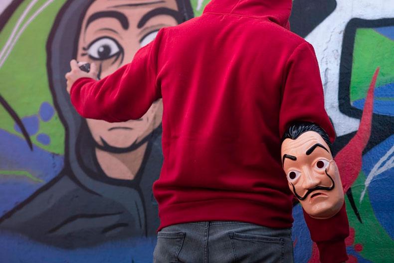 「スペイン発netflixのオリジナルドラマ「ペーパーハウス」が面白い」のアイキャッチ画像