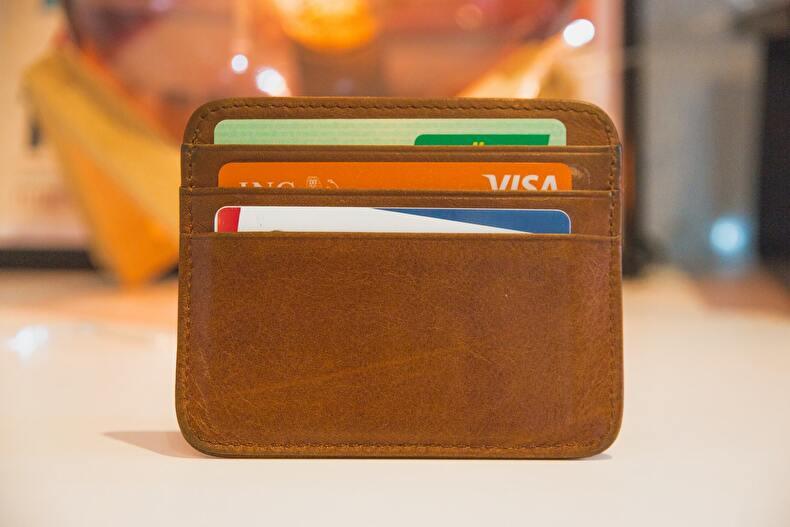 「ミニマリストが注目するカードケースを紹介!お財布をスリムに!」のアイキャッチ画像
