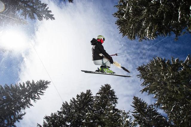 「クーポンワールドで行く国内スキーツアー!これからはお得に賢く旅行を!」のアイキャッチ画像